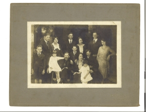 Hutch and Julia Carter and their 11 children. Jackson County, Georgia. Photo by Noble E. Merck, ca.  ; collection R. Michael Jackson