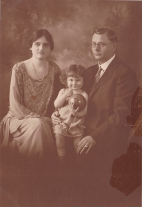 Lomax, Alfa unid. family of3 portrait